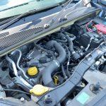 搭載されるエンジンは直噴の1.2リッター直4ターボ。115psと19.4kgmを発生する。現代的な「アイドリングストップ」や「ヒルスタートアシスト」なども装備される