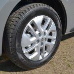タイヤサイズは215/60R17。16インチもあり、その場合は215/65サイズのタイヤが装着される
