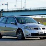 2005年に登場した世界限定500台の「トロフィー」。色はこのグレーメタリック(仏名:グリマカハ)1色のみだ(車両協力・ネクストワン)