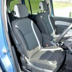 前席のシートは現代のルノー車を代表する座り心地。以前よりしっとり、もっちり感は薄れたが、疲れないシートであることには変わりない