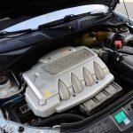エンジンはスペックこそ127kW/6250rpmから124kW/6000rpmに落とされているが、日常での使い勝手はこちらほうが扱いやすい。街乗りでは、フェイズ1のジャジャ馬感が薄れた印象だが、ひとたび踏めば官能の加速感がやってくる