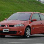 メタリックオレンジ(仏名:オランジュサンギャン)のボディカラーは、2004年に初めて導入された初期モデルにしかない色。ディーラー車は3ドアが左ハンドル、5ドアが右ハンドル仕様となる