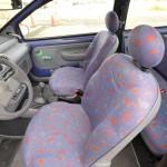 座面が小さいながらも、非常に掛け心地の良いシート。ポップな色と柄、差色で使われているペパーミントグリーンもトゥインゴならではの個性だ