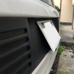 ルノーのディーラー車はこのような傾斜したナンバー枠が付いていることが多い