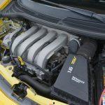 エンジンはK4MをチューニングしたK4M-RSという型式名が与えられる。高回転まで回したくなる官能的なフィーリングが特徴