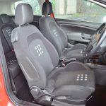 シートベースにある点(Punto)が特徴的。シート自体が大柄でゆったりと座れるし、サイドサポートの効き具合もちょうどいい