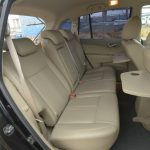 後席はリクライニングでき、アームレストも装備。トランクスルーにすることもできる。前席のシートバックにあるトレイも使える。その他にもいたるところに収納スペースが用意され、使い勝手がいい