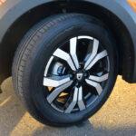オプションのアルミホイール。タイヤサイズは205/60 R16