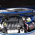 ルーテシアオーナーには見慣れたエンジンルーム。バリエーションは1.4、1.6、1.6 16V、1.5dCi 70。当該モデルは1.6 16Vを搭載