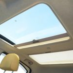クライミングプラスの「プラス」たらしめているのは、この前後に2つ付く電動サンルーフ「ツインドーム」。窓全開、サンルーフ全開で走りたい
