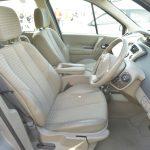 ミニバンにしては座面が低く、ステアリングが寝ているので乗用車を運転しているような雰囲気に近いドライビングポジションが得られる