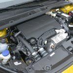 当該車は最高出力130PSを発生する1.2リッターピュアテックエンジンを搭載。日本には同排気量の100PS仕様が導入され、組み合わされるのは8ATのみとなる